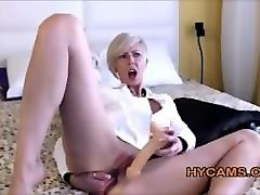short haired milf masturbates on webcam